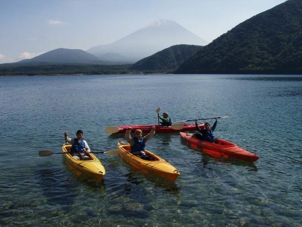 千円札と見比べてみてください。同じ景色の富士山をみることが出来ます。水の透明度も抜群です